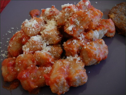 Gnocchis d'okara sauce tomate parmesan.