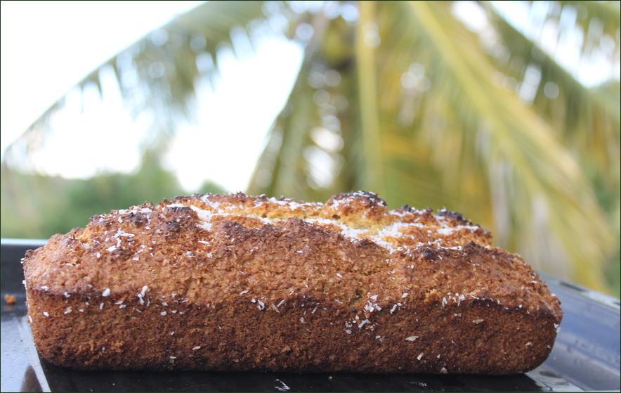 Cake à la noix de coco et cocotier en arrière plan !
