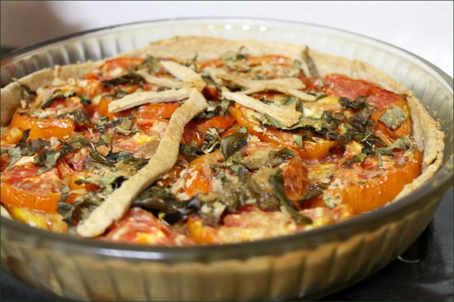 Tarte aux tomates, tapenade, basilic, un petit air de provence. (Vegan)