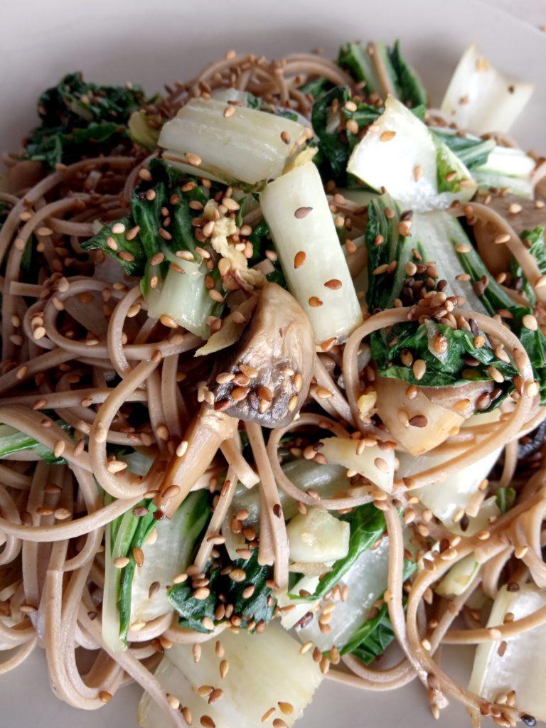 photo de Pota (bok choy) et champignons au sésame